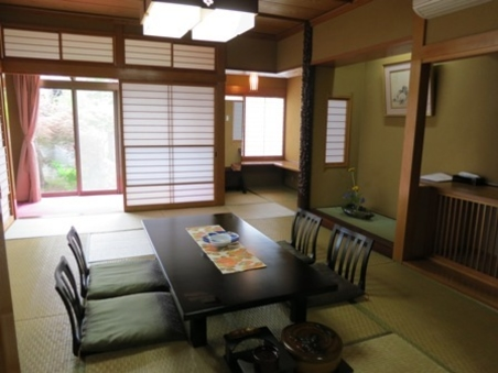 特別室「石庭」 和室16帖+囲炉裏+広縁