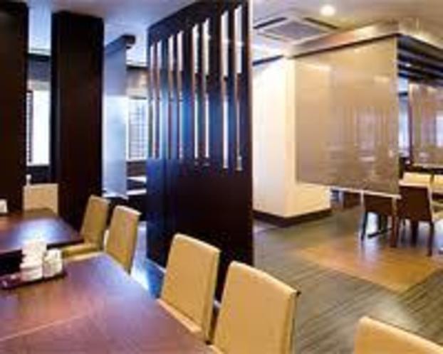 2階レストラン メープル