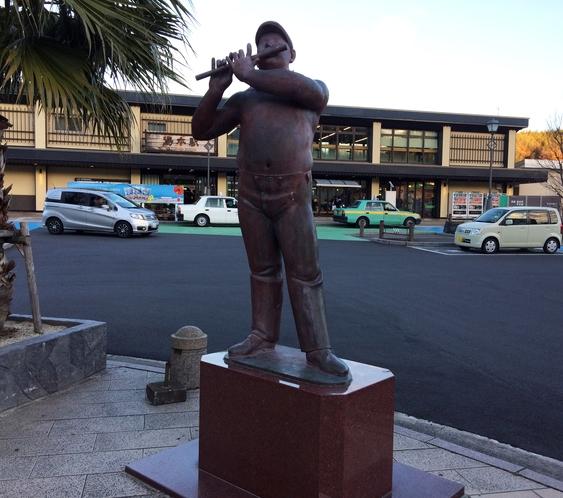 ◇湯本駅前の観光スポット!黒川晃彦氏作成のブロンズ像(2)◇