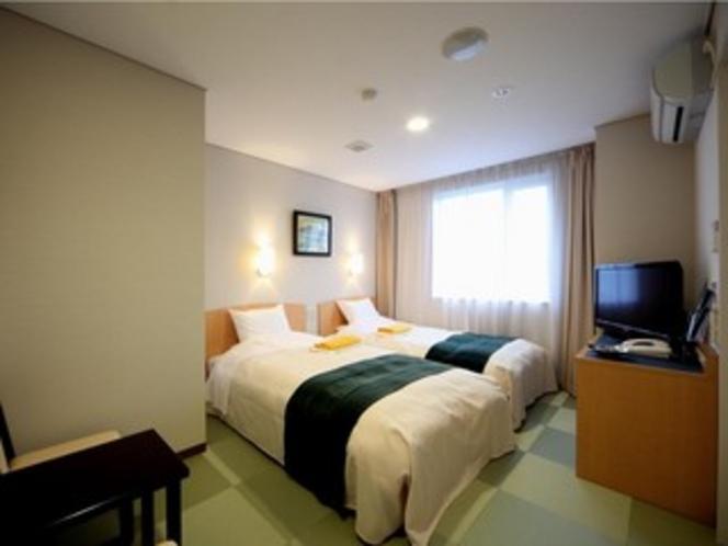 ツインベッドルーム 120CM幅ベッド+テーブル ご案内階は4〜8階となります。