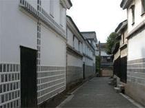 なまこ壁が美しい倉敷の路地