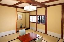 「なまこ壁」を望む八畳の和室「鷲羽」