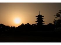 備中国分寺の五重塔と夕陽