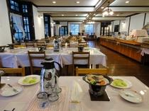・・・清潔で広いレストラン