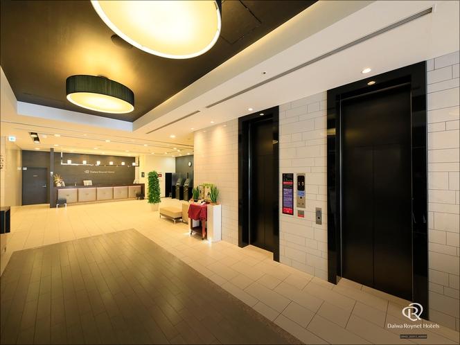 フロント前エレベーターホール