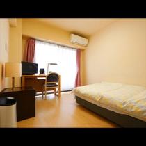 ~ 本館Single room ~ バス・トイレ別のミニキッチン付きのお部屋です
