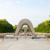 平和記念公園へは徒歩で約5分