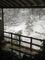 露天風呂からの雪景色1
