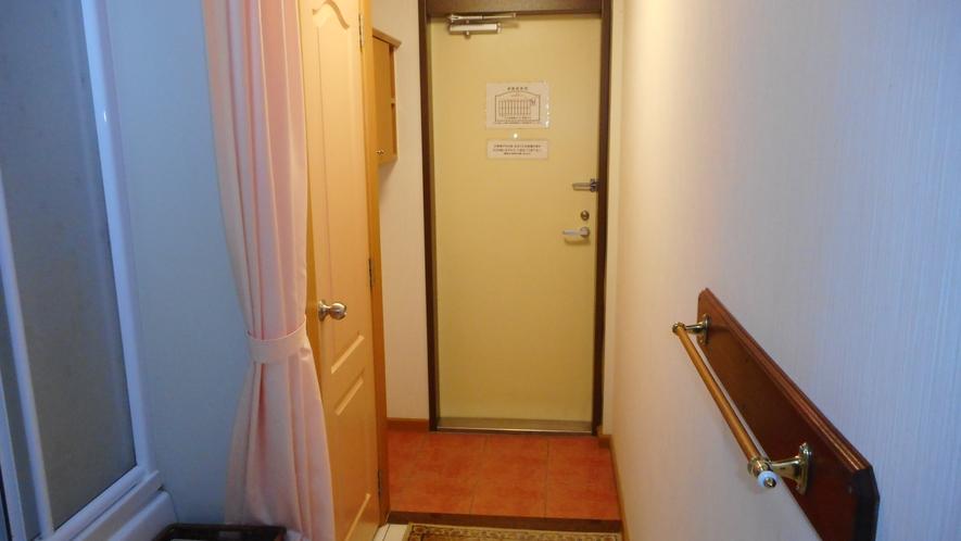 お部屋内側から見た入口
