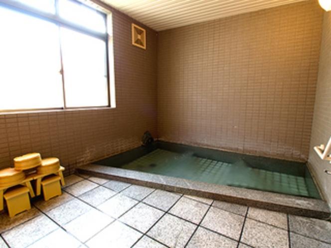 男女別の浴室は、24時間お好きな時にご利用いただけます。
