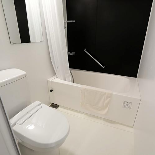 客室バス・トイレ:清潔感あふれるバスルーム。