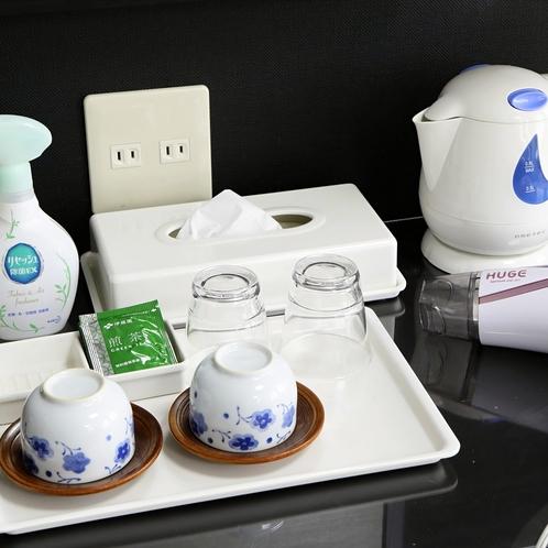 お茶セット:お部屋にはお茶セットをご用意。到着後のブレイクタイムにどうぞ。消臭スプレーもございます。