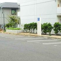 広ーい駐車場完備しています
