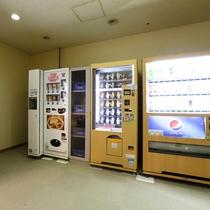 自販機コーナー:ドリンクはもちろんのこと、アイスクリームもございます。