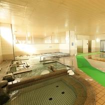 ひろーい大浴場:源泉は地下1300mから湧き出ており、塩分・鉄分が非常に高く身体に良いとされています