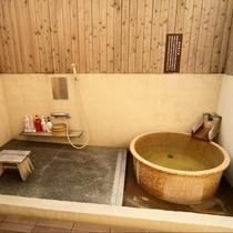 七宝の間:露天風呂付なのでいつでも入りたいときに入れるので時間を気にせず何度でもどうぞ。