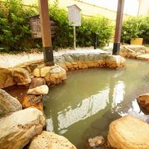 露天風呂:広々露天風呂は解放感抜群!都会の中の癒しの場所。