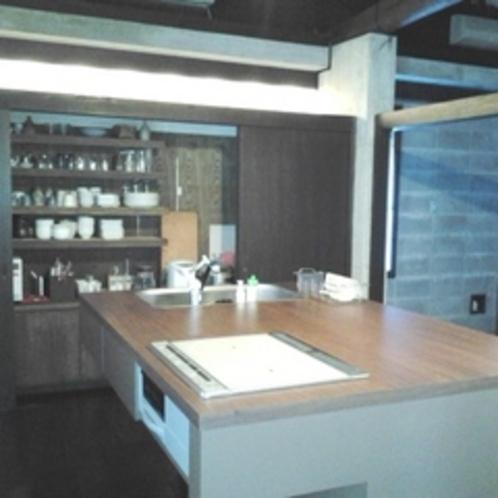【Vin Vin】アイランド式のキッチン食器棚(一例)