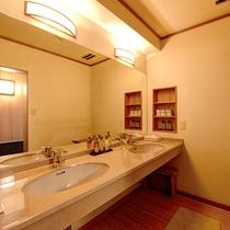 *【庭付き和室(14畳)】1階/洗面所(2台) ※一例