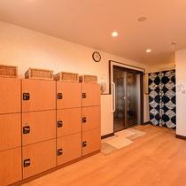 *【大浴場(女湯)】脱衣所/ロッカーは鍵式のため、安心してご利用いただけます。
