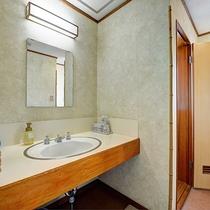 *【和室:大部屋(25畳)】2階/洗面所
