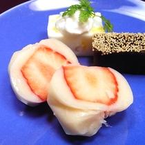 *【ご夕食(一例)】水菓子まで、料理長の創意工夫が散りばめられております。