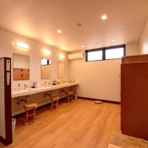 *【大浴場(女湯)】脱衣所/洗面場所は3台ご用意しております。