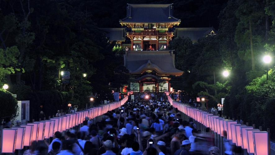 *【鶴岡八幡宮】夏/ぼんぼり祭(車で15分・徒歩40分)※写真提供:鎌倉市観光協会