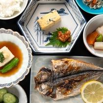 *【ご朝食(一例)】旅の朝は、栄養満点の和定食で一日のスタートを。
