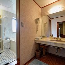 *【和洋室(和室6畳+ベッドルーム)】2階/お風呂+洗面所