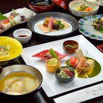 *【ご夕食全体】旬の味覚を取り揃えた懐石料理を存分にお楽しみください。
