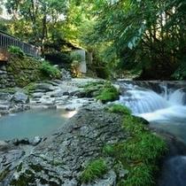 【大浴場露天・川湯】 自然と融合した露天風呂です