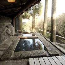 【貸切湯】最も上流にある岩の貸切風呂
