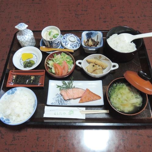 【朝食一例】和朝食をご用意致します。近所の農家さんが心を込めて作った食材を使用しています。
