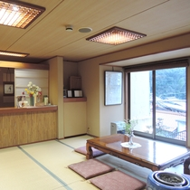 【施設】ゆったりくつろげる畳敷きのロビー。7:30~9:45まで朝のコーヒーサービスも行っております