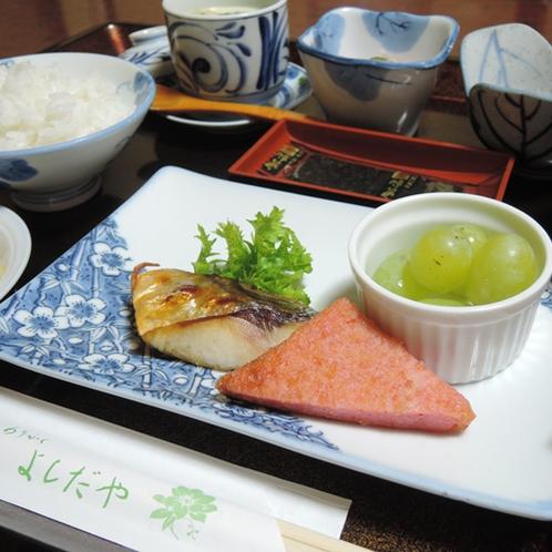 【朝食一例】浜田市名物の「赤天」。ピリッとうま辛で好評です。