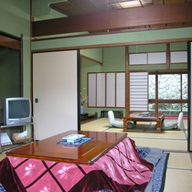 【部屋一例】和室16畳(松)/純和風のゆっくり寛げるお部屋です。