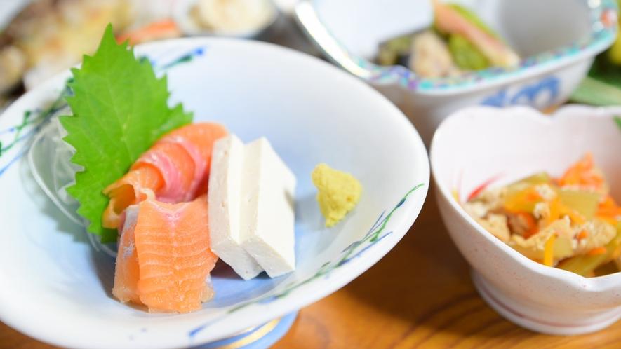 *白峰名物の堅豆腐など、素朴でどこか懐かしい味