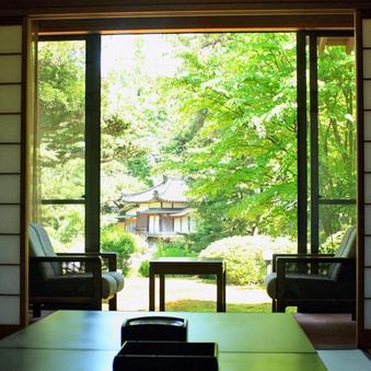 【離れ菊芳庵(きくほうあん)】5千坪の庭を眺める石風呂付客室