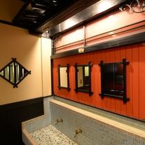 【2階フロア洗面所】共同の洗面所になります。1人1人格子の鏡をお使いいただけるデザインに!