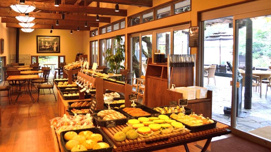 Bakery&Table 足湯カフェ(店内)