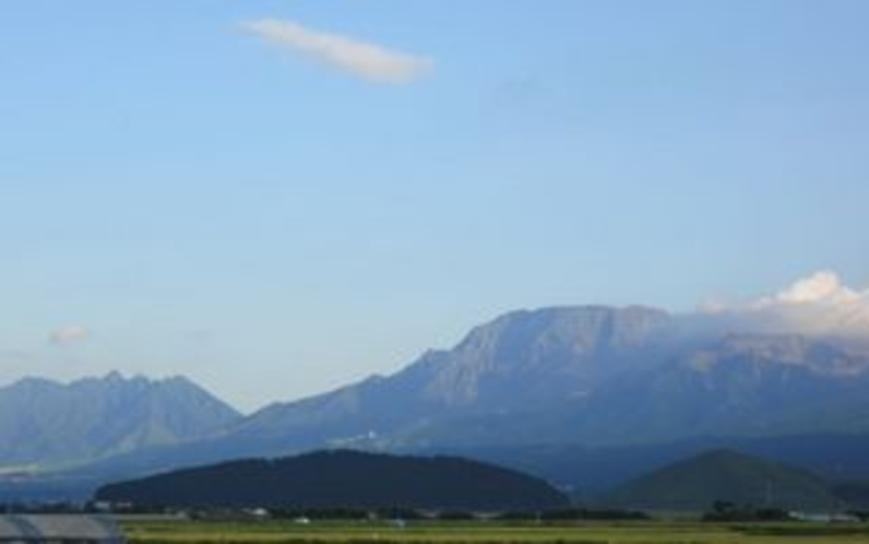 内牧温泉街から望む阿蘇五岳