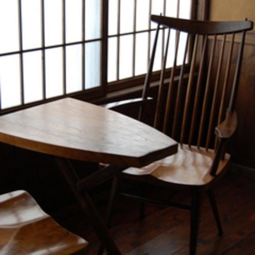 客室内の縁側 椅子・テーブル
