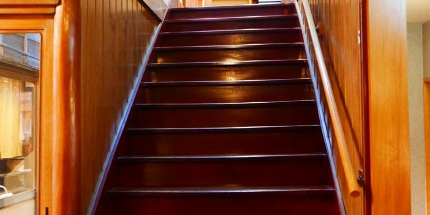 ケヤキの階段 当宿にはエレベーターはございません
