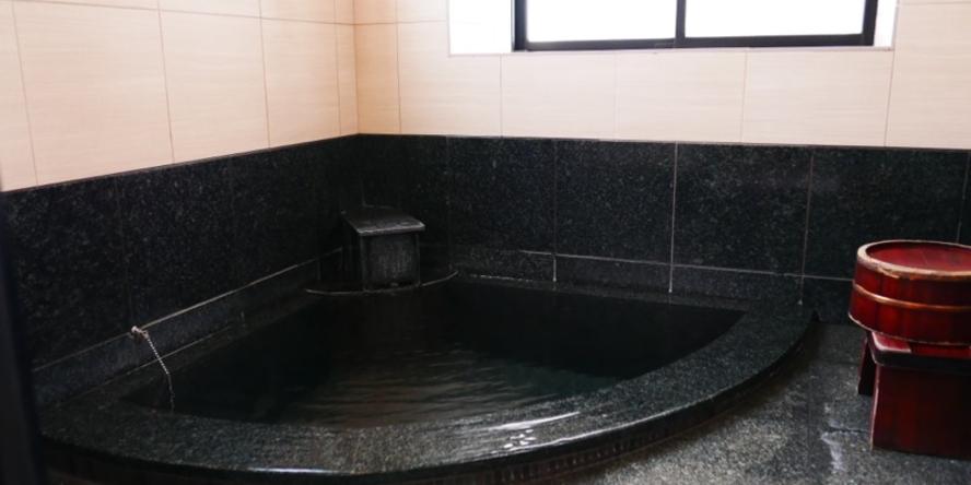 2Fの貸し切り風呂 おひとり様に最適なサイズです