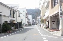 道なり 左側に当ホテル!!