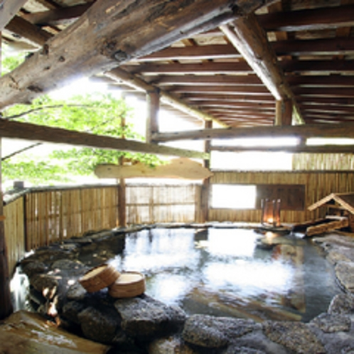 木漏れ日溢れる貸切露天「播隆の湯」
