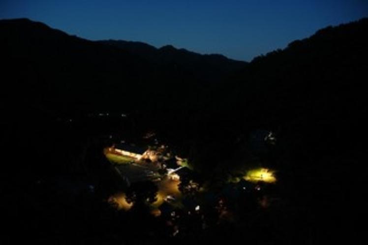 夜のまほーばの森