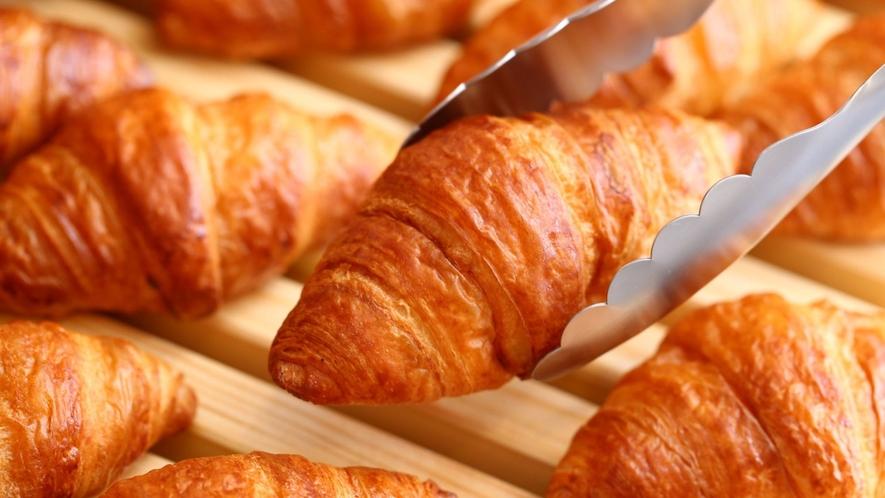 たくさんの種類の焼きたてパンをご用意しております♪