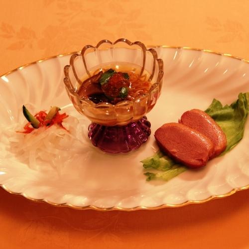 前菜3種盛り(鴨スモーク・サラダ・ボルチーニ茸の冷製スープ)